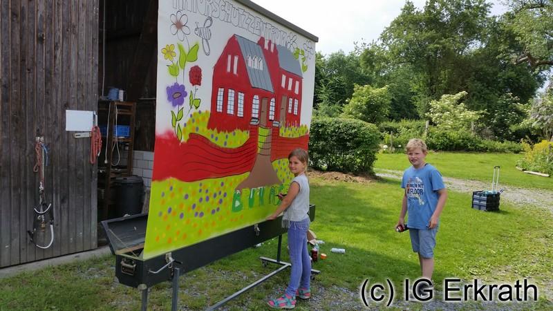 Ralf Buchholz malt mit Kindern