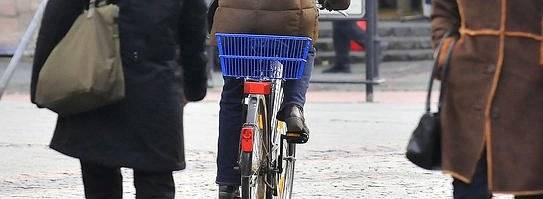 Fußgänger und Radfahrer (Foto: DW)