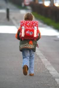 Kind auf dem Weg in die Schule
